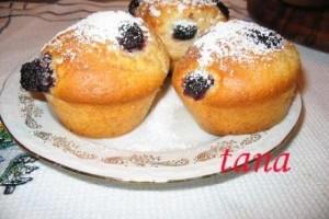 Muffins cu lapte batut si mure