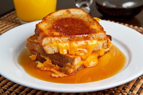 Sandwich Cu Unt, Cascaval Si Sirop De Artar