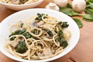 Spaghete cu spanac si ciuperci