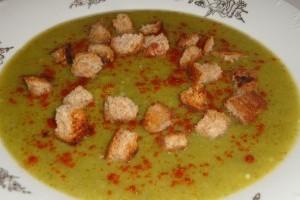 Supa crema de broccoli cu crutoane