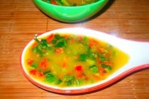 Supa de porumb cu sos chili