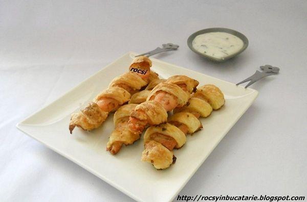 Fasii de pui in foietaj cu sos alb