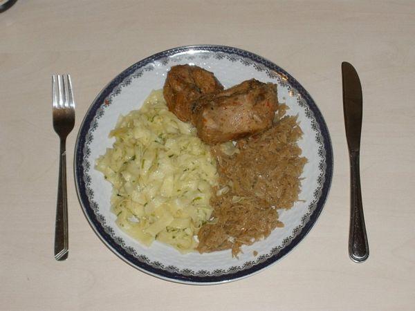 Friptura de iepure cu varza calita in sampanie si tagliatelle de casa