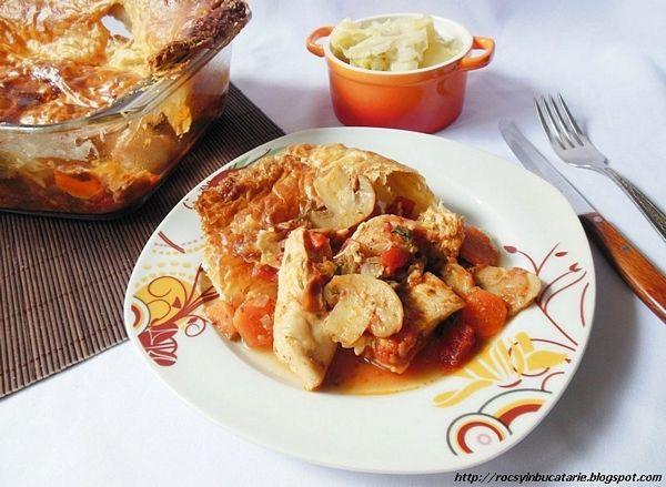 Mancare de pui cu ciuperci sub capac de foietaj
