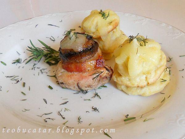 Medalioane de pui cu bezele de cartofi