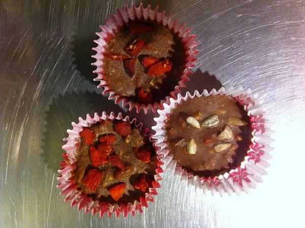 Meniu bio din trei ingrediente - ciocolata de menaj, goji berries, nuci pecan