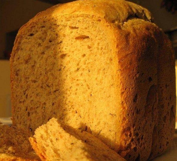 Paine neagra cu chimen (pentru masina de facut paine)