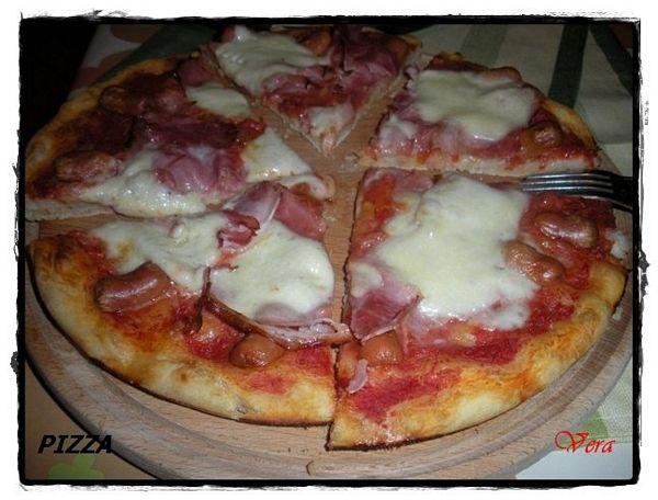 Pizza cu prosciutto  si crenvusti