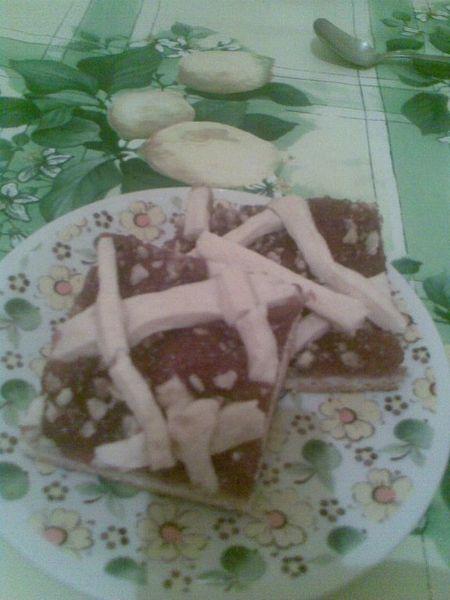 prajitura cu dulceata si nuci cu aluat fraged