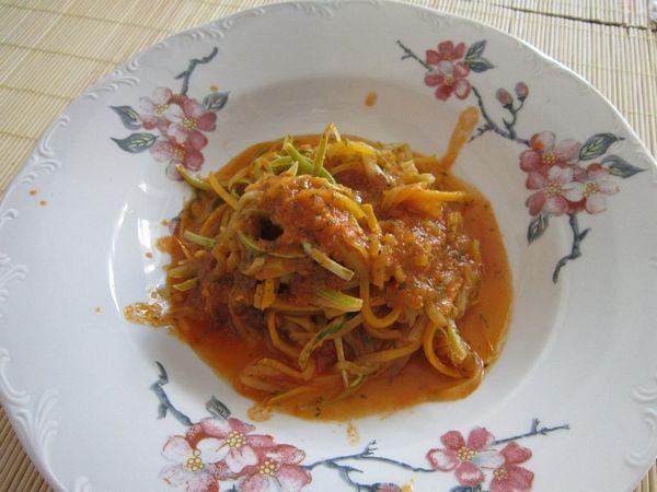 """""""Spaghete"""" de dovlecei"""