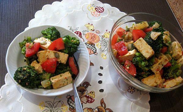 Salata de brocoli cu tofu