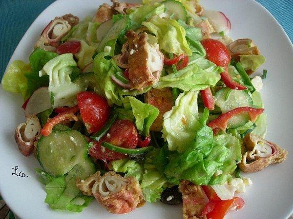 Salata de cruditati cu surimi pane