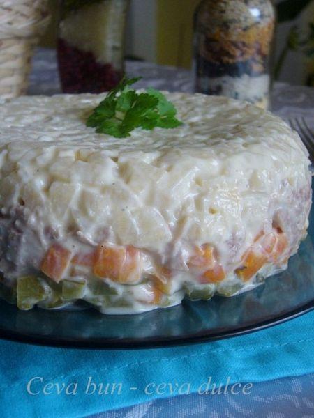 Salata de curcan in straturi