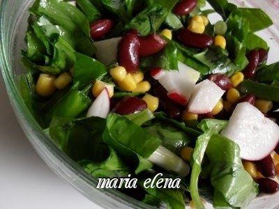 Salata de leurda cu fasole rosie si porumb