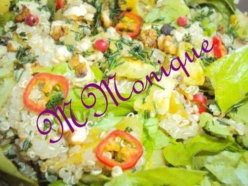 Salata de quinoa cu dovleac, salata verde si nuci