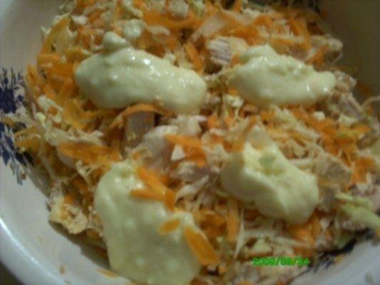 Salata de varza si morcovi cu pui