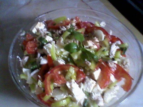 Salata din piept de pui cu branza de oi