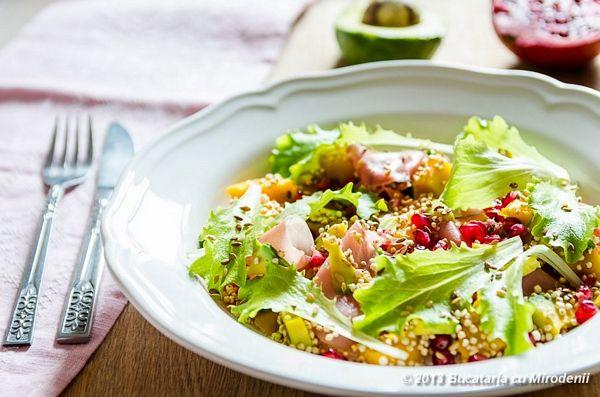 Salata exotica de quinoa cu avocado si mango