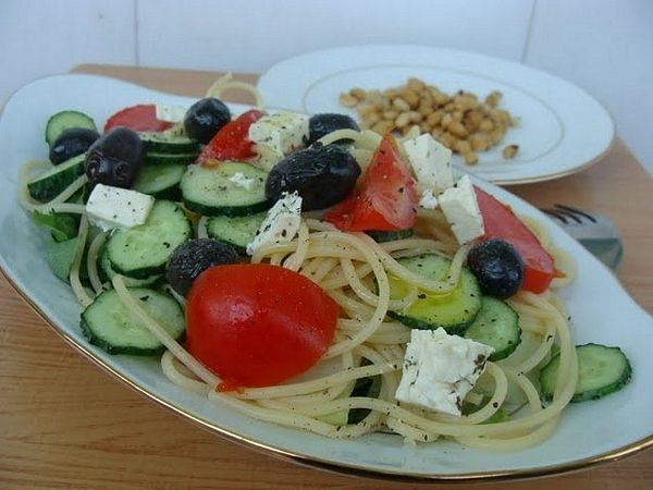 Salata greceasca cu spaghetti