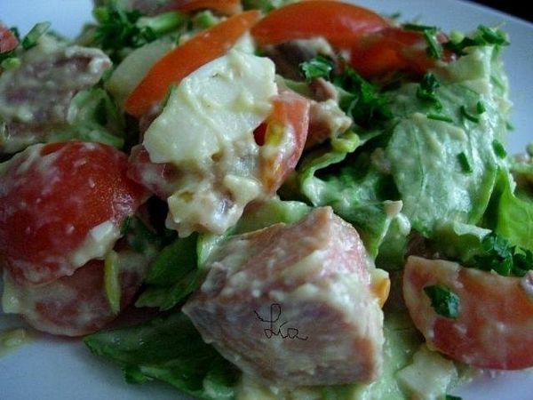 Salata picanta cu rondele de somon afumat