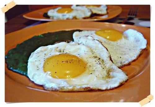 Spanac cu oua ochiuri