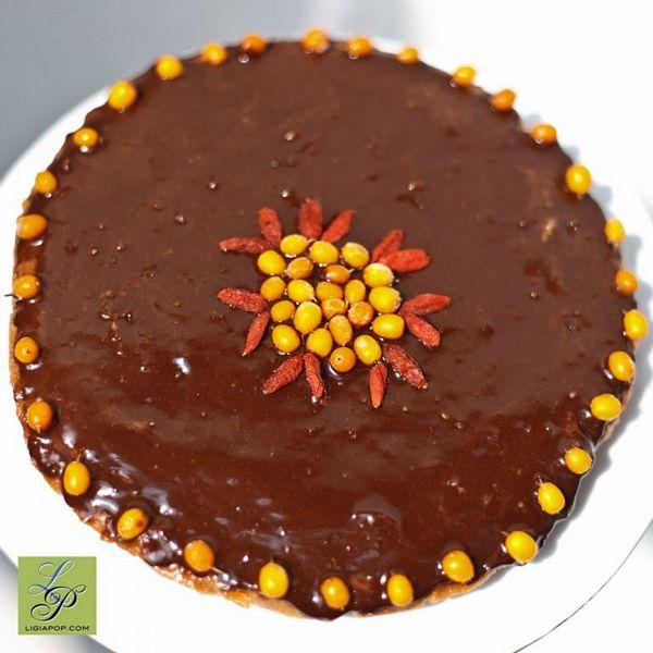 Tort de caise fara foc, cu glazura de ciocolata