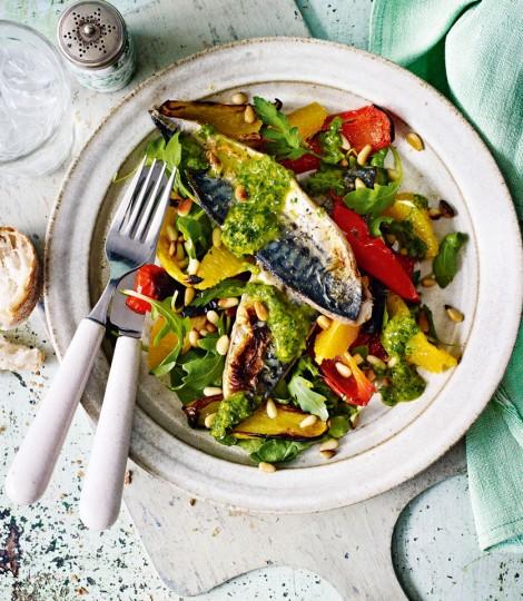 Macrou La Gratar Cu Salata De Ardei Si Portocale