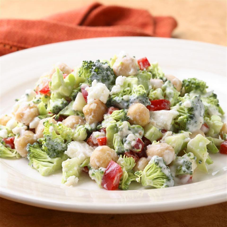 Salata De Broccoli Cu Dressing De Feta