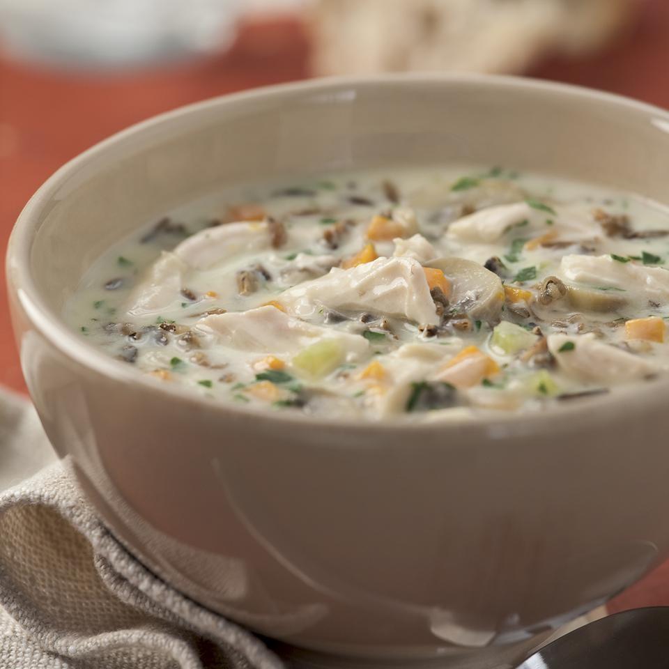 Supa De Curcan Si Orez Salbatic, Foarte Satioasa Si Bogata In Nutrienti