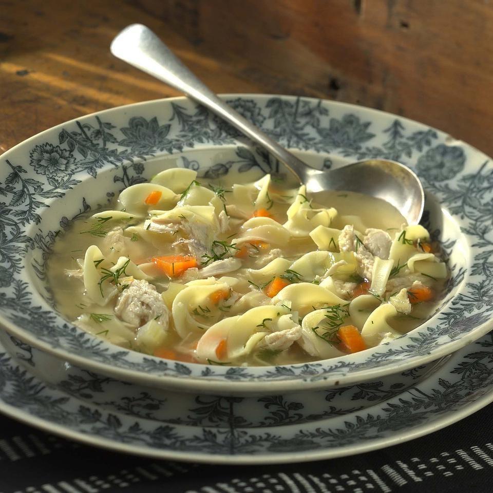 Supa De Pui Cu Taitei, O Varianta Extrem De Sanatoasa Cu Multe Fibre Si Substante Nutritive
