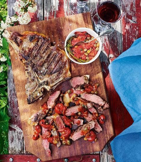 T-bone Steak Cu Sos De Rosii, Rozmarin Si Capere